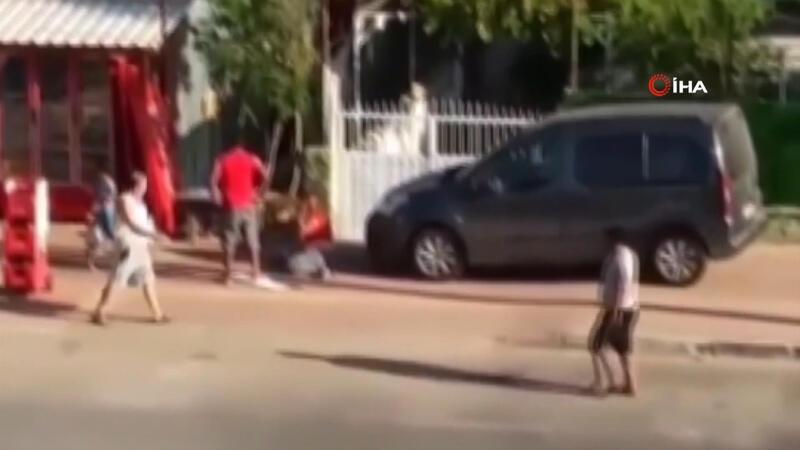 Sokak ortasında kadına şiddet uyguladı