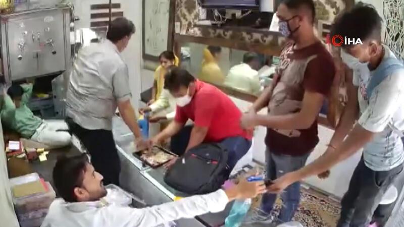 Hindistan'da Covid-19 tedbirlerine uygun kuyumcu soygunu