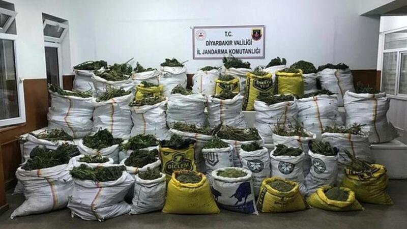 Diyarbakır'da narko- terör operasyonunda 669 kilo esrar, 510 bin kök kenevir ele geçirildi