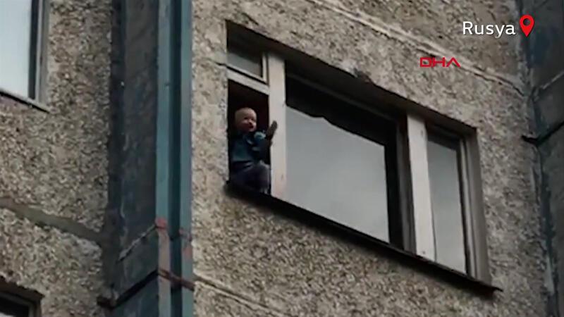 Rusya'da dehşete düşüren olay! Torununu camdan atmaya çalıştı