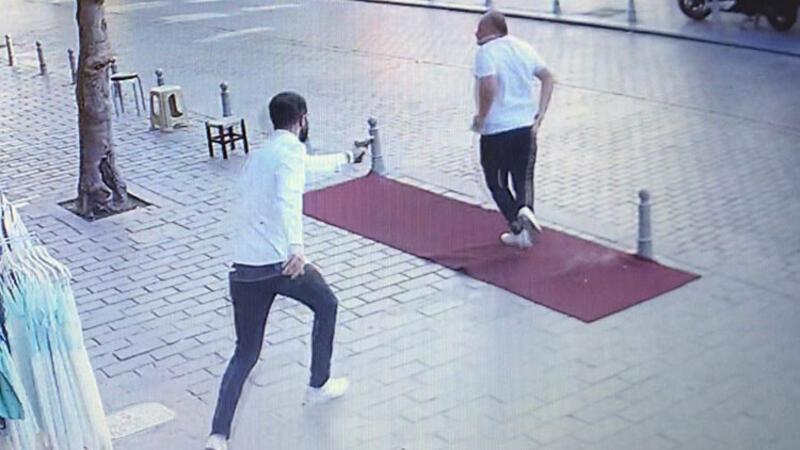 Fatih'te döviz bürosu çalışanlarını silahla vuran şüpheli kamerada