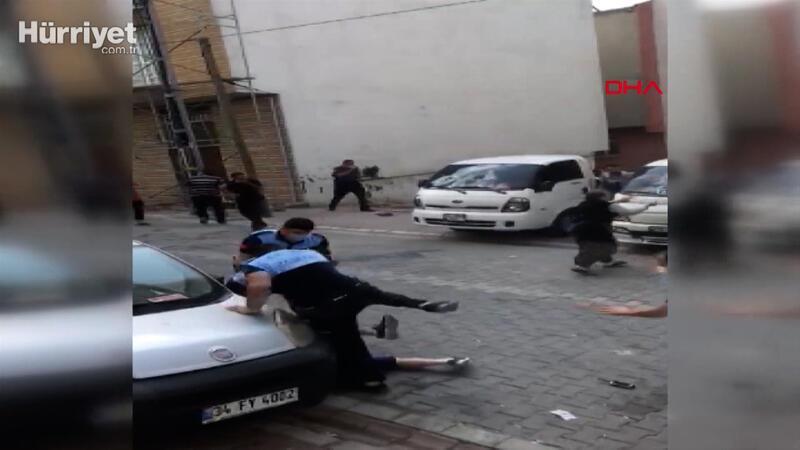 Esenyut'ta zabıtayla seyyar satıcılar arasında arbede 7 yaralı