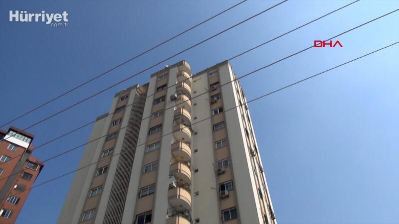 11'inci kattaki evinin pencere camını silerken düşüp, öldü