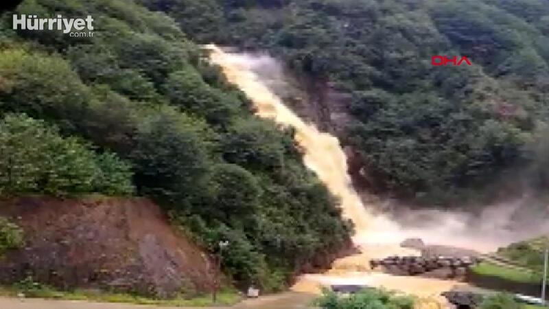 Rize'de Ağaran Şelalesi şiddetli yağmurla taştı