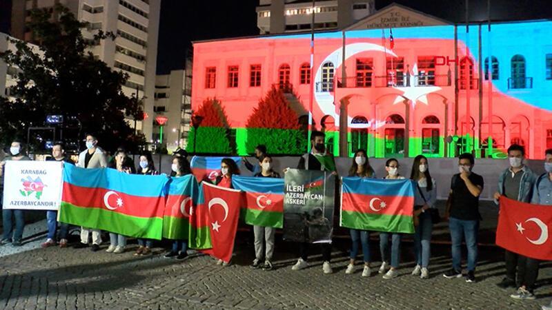 İzmir'de vatandaşlar Azerbaycan'a destek için toplandı