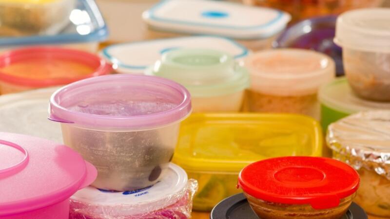 Saklama kaplarındaki plastik kokusundan kurtulmanın 6 yolu
