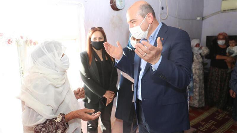 Bakan Soylu, Sakarya'da darbedilen mevsimlik tarım işçilerini ziyaret etti