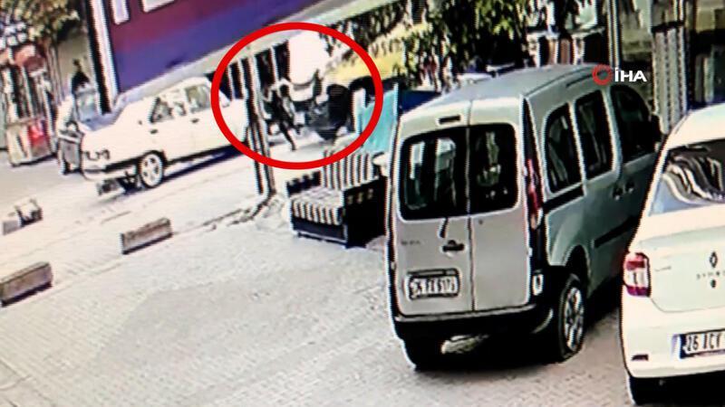 Esenyurt'ta çocuğa çarpan minibüsçüye meydan dayağı