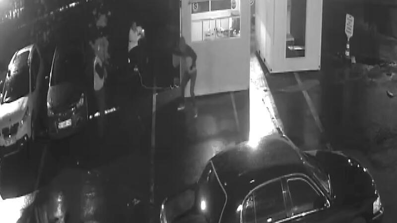 Bakırköy'de araç kiralama şirketi sahibine silahlı saldırı kamerada