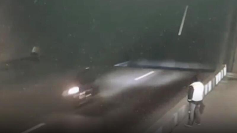 Rusya'da motosikletli sürücü köprüyü fark etmeyerek boşluğa düştü