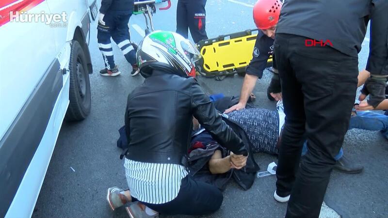 D-100'DE Kaza yapan motosikletlinin elini bir an olsun bırakmadı