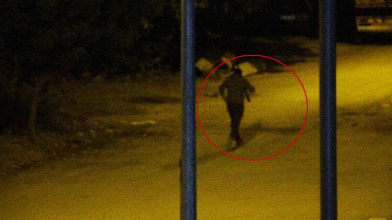 Adana'da iş adamına silahlı saldırı, saldırganın kaçma anı kamerada