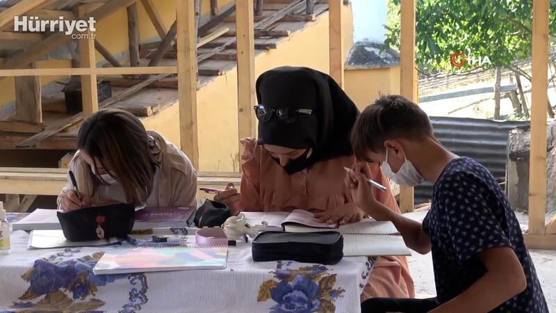 Evinde interneti olmayan öğrenciler için köye sınırsız internet bağlattı