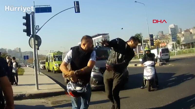 Kağıthane'de trafik magandası terör estirdi; önünü kestiği motosikletliyi tokatladı