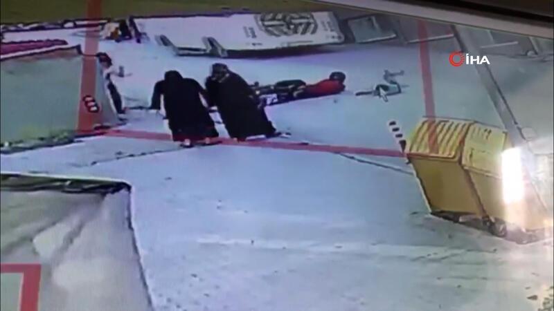 Yola fırlayan çocuk ölümden son anda kurtuldu