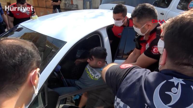 Otomobilde tabancayla uyuyan kişi polisi alarma geçirdi