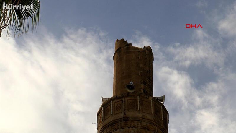 Kumluca'da şiddetli fırtına minareyi devirdi