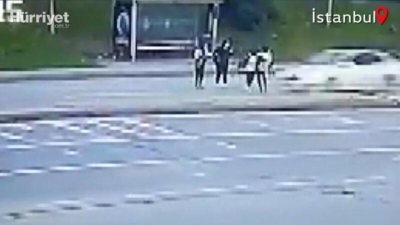 Arnavutköy'de otomobilin iki genç kıza çarpma anı kamerada