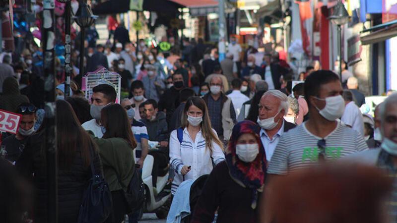 Edirne caddelerinde sosyal mesafe unutuldu