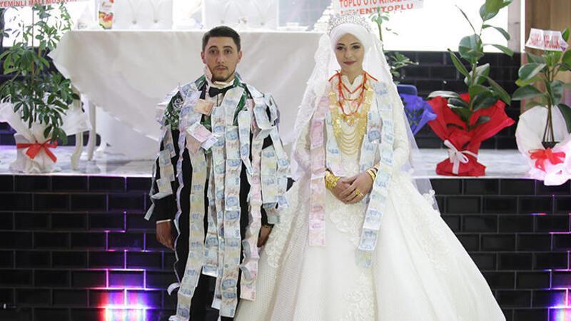 Bir saatlik düğünde takı töreni 40 dakika sürdü