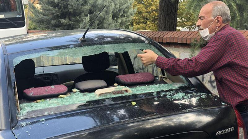 Beyoğlu'nda park halindeki 4 aracın camını çekiçle kırıldılar