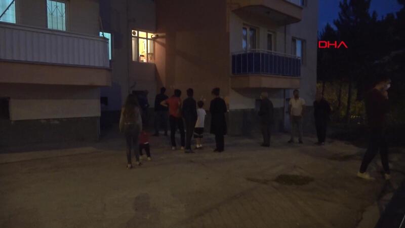 Hırsızlık için girdiği evden çıkarken apartman sakinlerine yakalandı