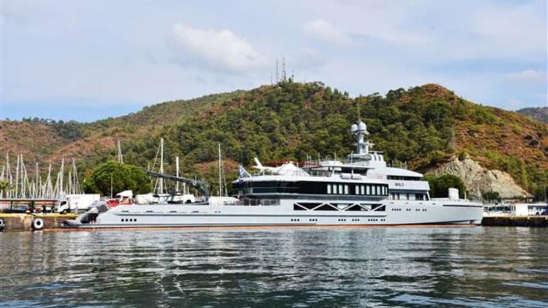 Ultra lüks yat Bold'a Marmaris'te 700 bin liralık yakıt ve gıda malzemesi ikmali