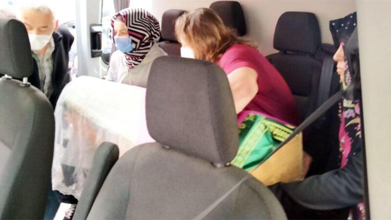 2 yaşındaki kızını son yolculuğuna kucağında uğurladı