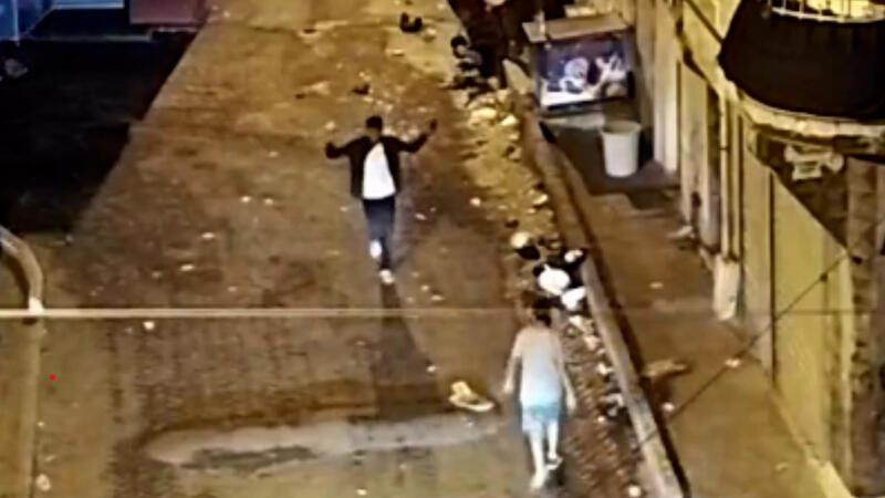 Beyoğlu'nda film gibi operasyon! Mobese'ye el sallayıp uyuşturucu satmışlar!