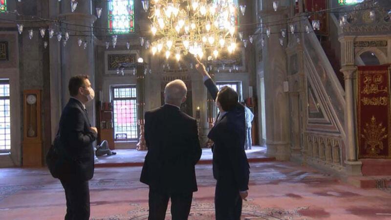 Laleli Camii'nde eleştirilere neden olan ampuller değiştiriliyor