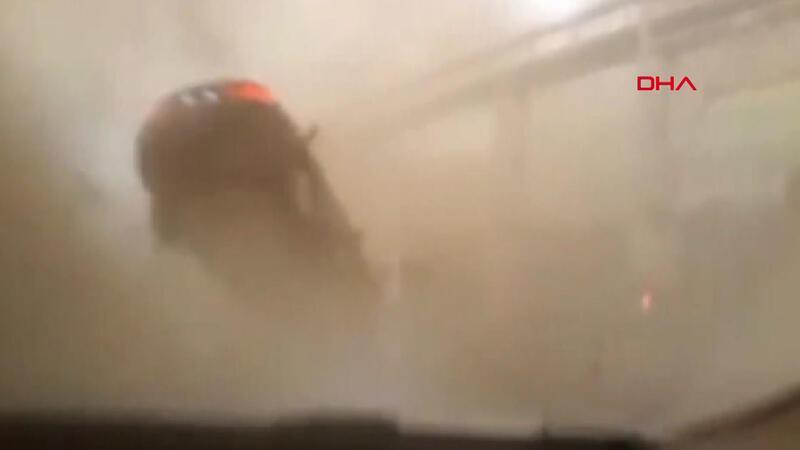 Yangın sırasında hortum çıktı; otomobili havaya yükselince beli kırıldı