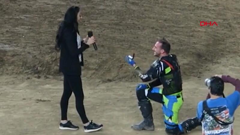 ABD'deki motokros şampiyonasında sürpriz evlilik teklifi