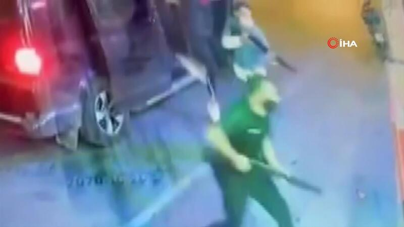 İzmir'de dehşet anları! 7 kişi pompalı silah ve sopalarla tekel bayisini bastı