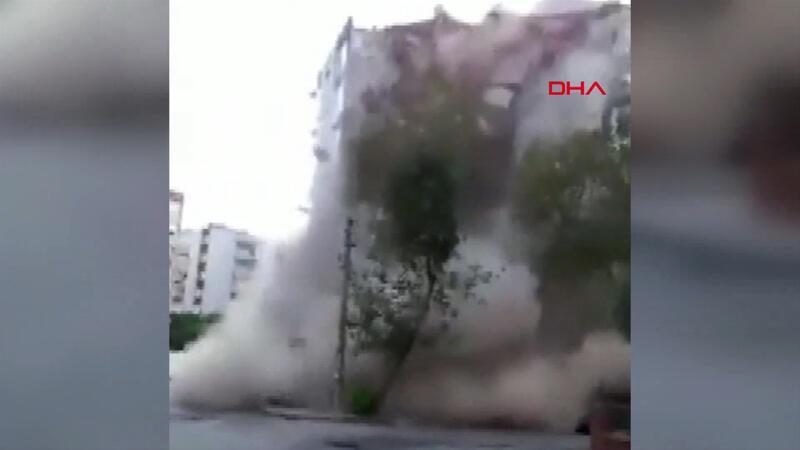 İzmir'de depremde binanın yıkılma anı kamerada