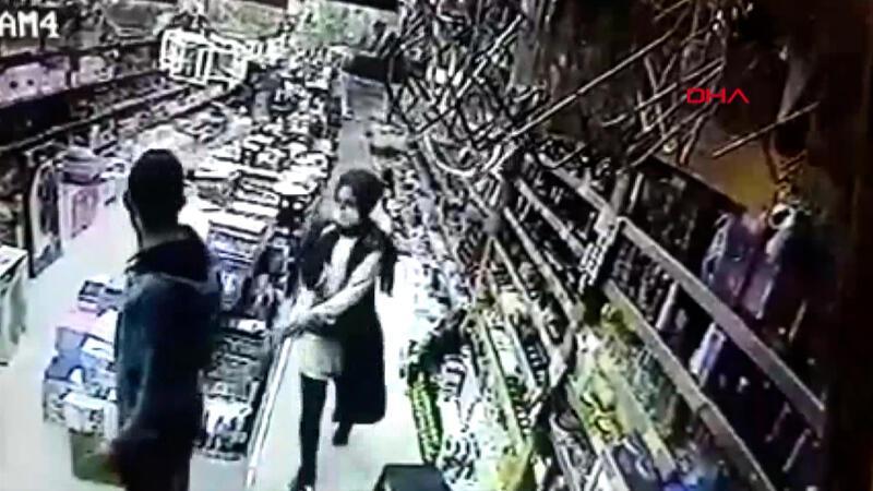 Deprem sırasında vatandaşların kaçış anı kamerada