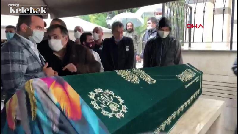 Ünlü oyuncu Erkan Petekkaya'nın annesi 69 yaşındaki Şerife Petekkaya, son yolculuğuna uğurlandı