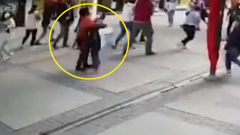 İzmir'deki deprem anı güvenlik kameralarına yansıdı