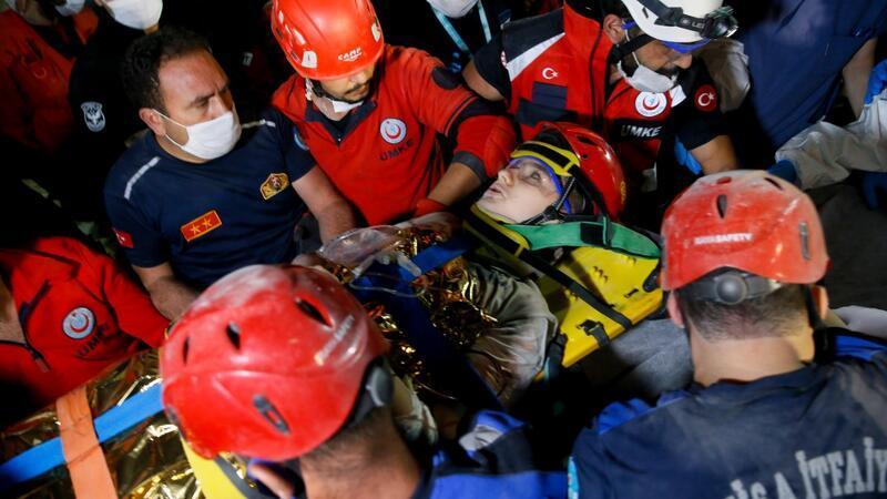 Göçük altı kamera ile yeri tespit edilen çocuk enkaz çıkarıldı