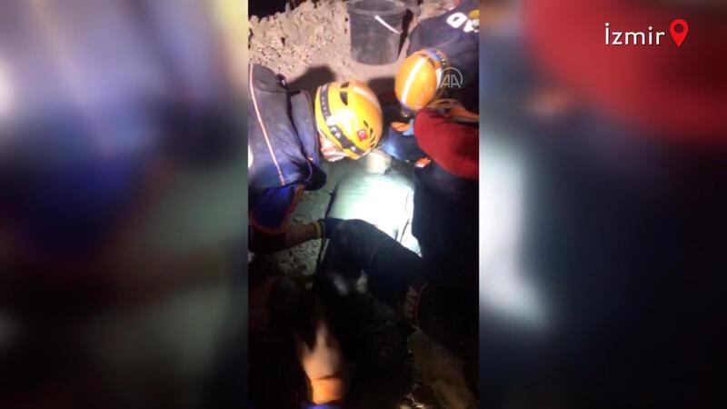 Rıza Bey Apartmanı enkazından 33 saat sonra bir yaralı böyle çıkarıldı