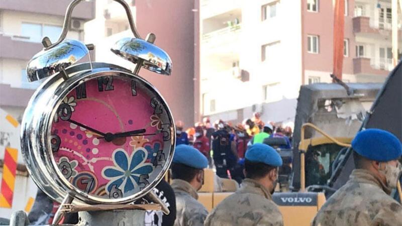 İzmir'de saatlerin durduğu an: 14.51