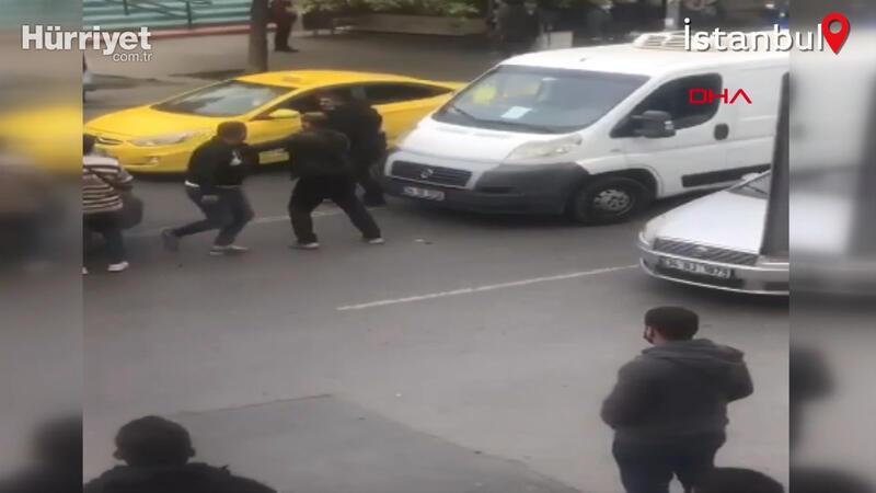 Kadıköy'de sopalı yol verme kavgası kamerada