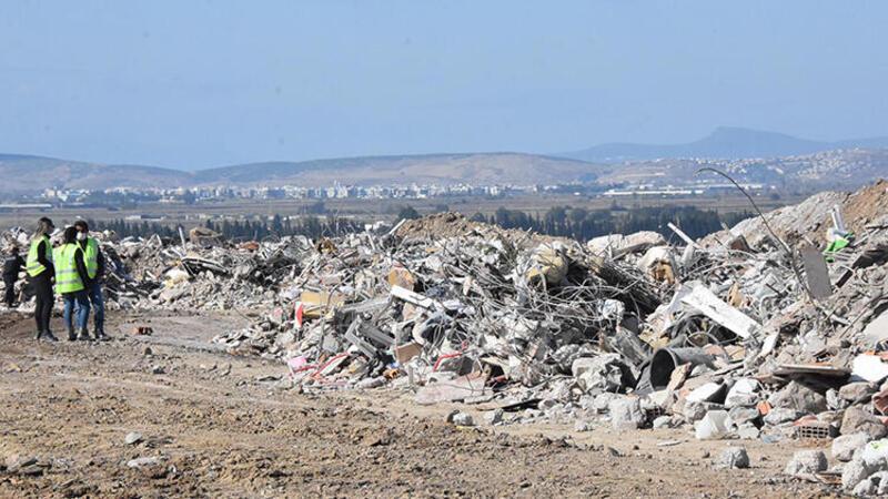 Son dakika haber... İzmir depremi enkazdaki eşyalar özel alanda muhafazaya alındı