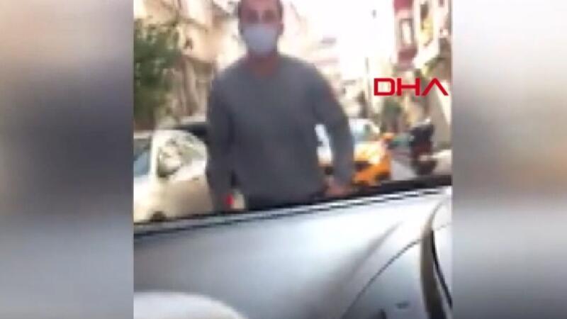 Fatih'te filyasyon ekibine bıçak çeken saldırgan kamerada