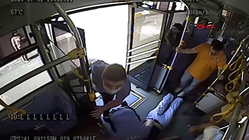 Polisin kalp krizi geçiren yolcuyu kurtarma çabası kamerada