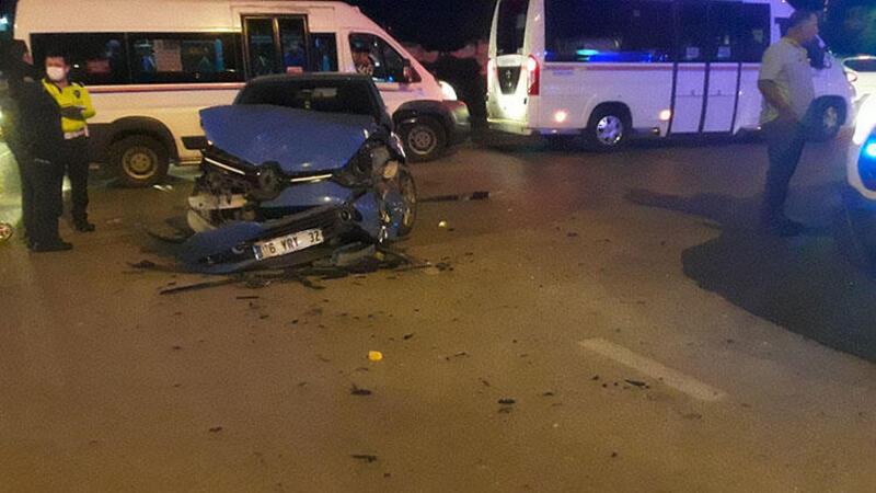 Adana'da iki otomobilin çarpıştı: Yaralılar var