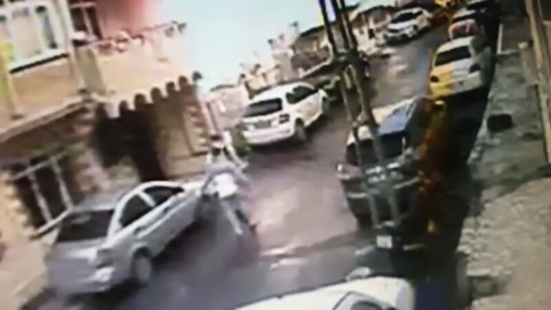 İstanbul'un göbeğinde bıçaklı dehşet kamerada