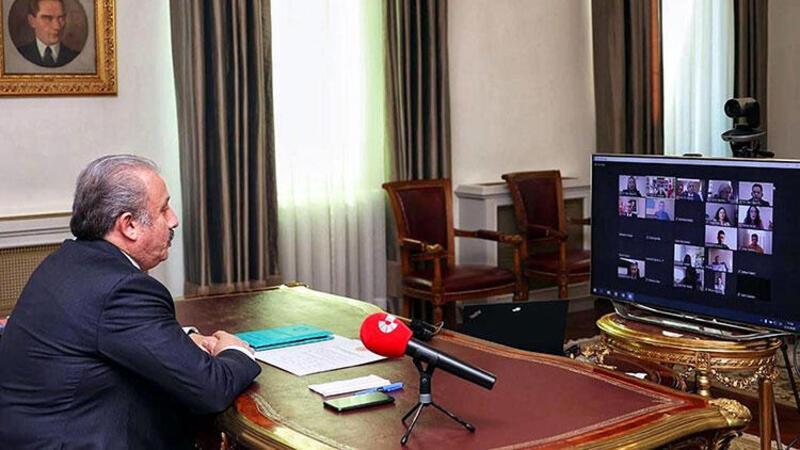 TBMM Başkanı Şentop hukuk öğrencilerine ilk dersi videokonferansla verdi