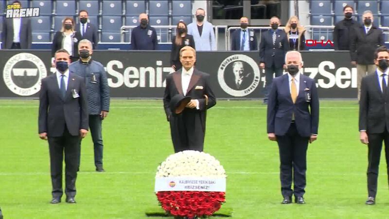 Fenerbahçe Stadı'nda Atatürk için saygı zinciri oluşturuldu