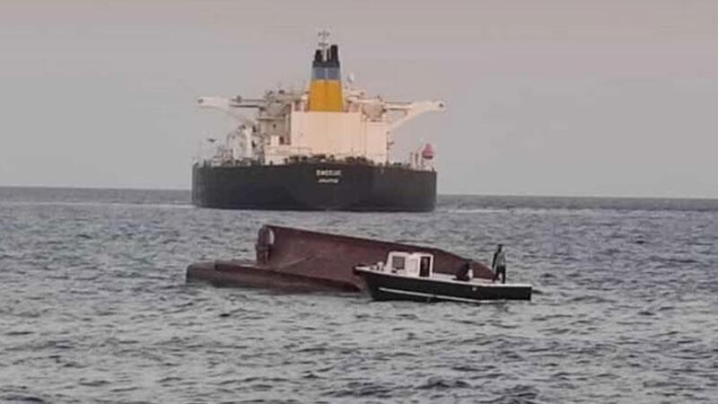 Adana'da Türk bayraklı tekne ile Yunan bayraklı tanker çarpıştı