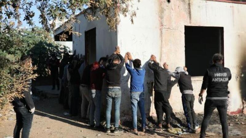 Antalya'da 300 polisle uyuşturucu operasyonu